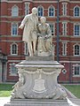 Statue of Thomas and Jane Holloway in South Quad at Royal Holloway.jpg
