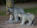 Steinskulptur Bären Tiergarten Worms.JPG