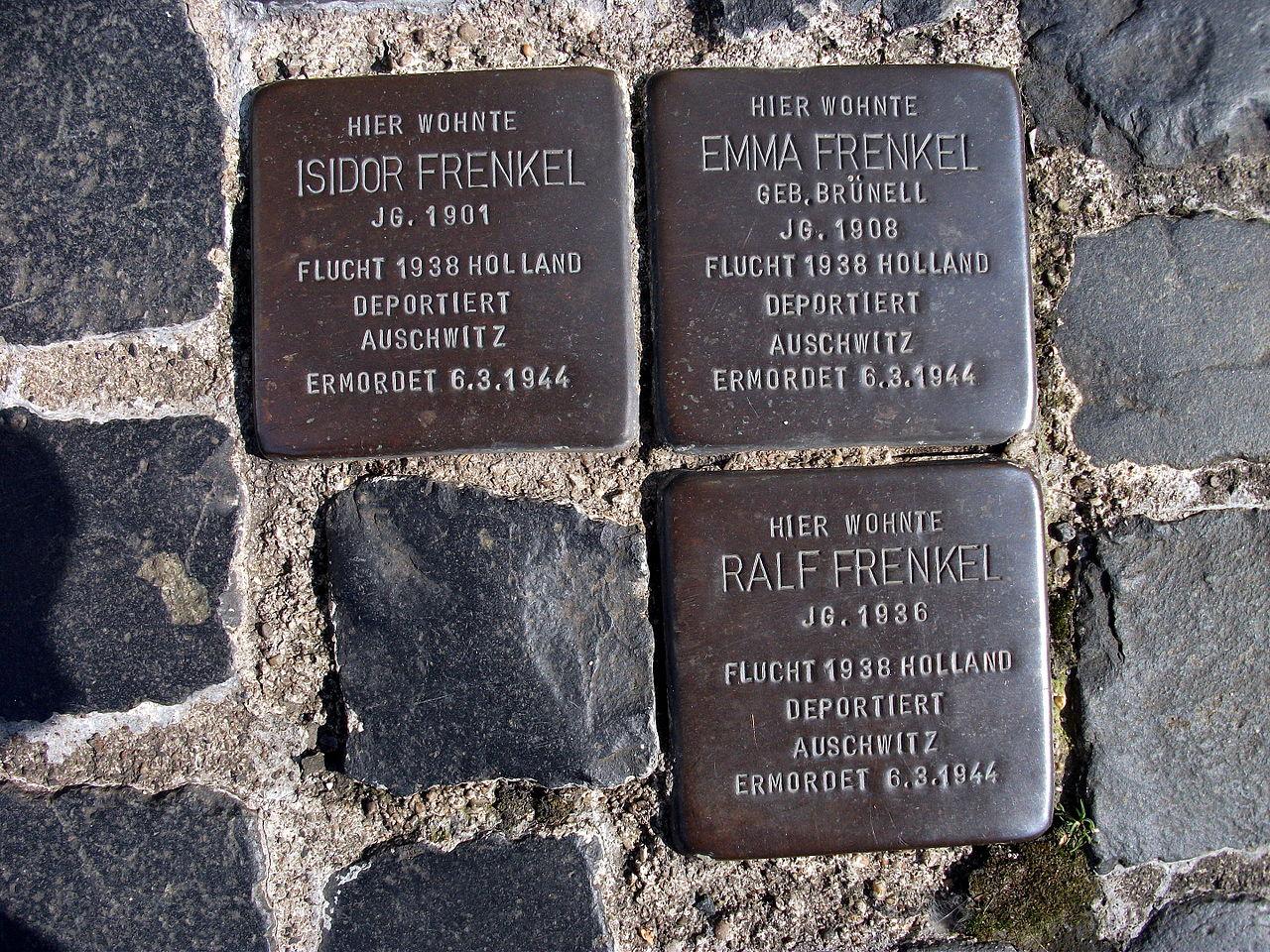 Stolpersteins Isidor Frenkel, Emma Frenkel, Ralf Frenkel Crossing Burgstraße Im Äuelchen Bonn.JPG