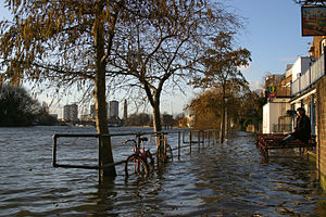 Strand-on-the-Green - Tideway flooding Strand-on-the-Green promenade looking upstream at the City Barge pub