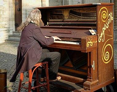 Street musician Handschoenmarkt Antwerp