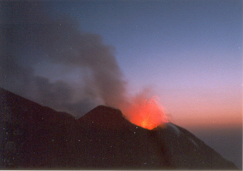 800px-Stromboli1998.jpg