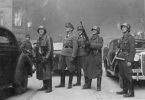 Dachau trials - Jürgen Stroop (center, in field cap) with his men in the burning Warsaw Ghetto, 1943