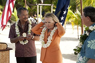 Cook Islands - Prime Minister Henry Puna with U.S. Secretary of State Hillary Clinton, 31 August 2012