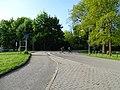 Třeboň, Jiráskova, cyklisté na přechodu.jpg