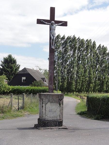 Tavaux-et-Pontséricourt (Aisne) croix de chemin