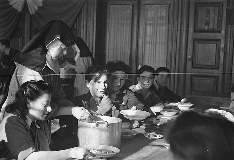 File:Tehuis in Duitsland voor Joodse mensen, die ontslagen zijn uit concentratiekampe, Bestanddeelnr 901-5585.jpg