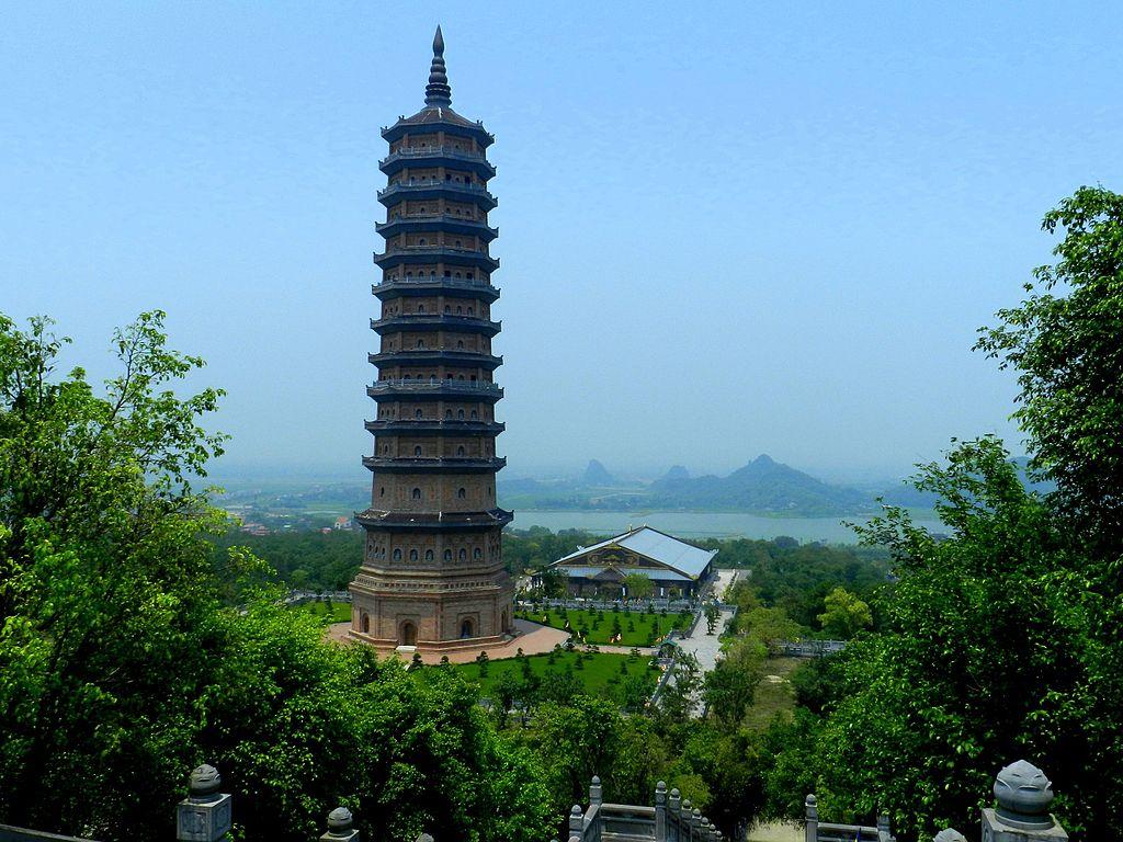 Vue générale du stupa dans le complexe Bái Đính, Vietnam - Photo de Guerinf