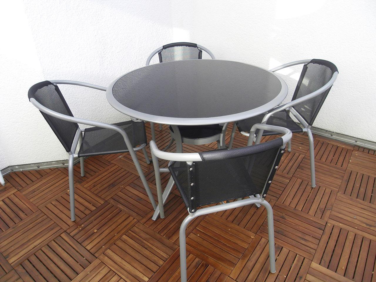 File Terrassenmoebel Tisch Mit Stuehlen Jpg Wikimedia Commons