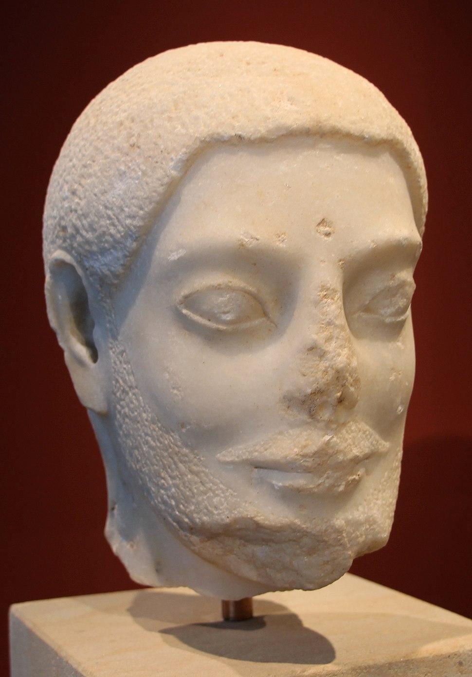 Testa di uomo barbato da una statua funebre o votiva, da atene o egina, 530-540 ac ca
