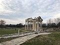 Tetrapylon of Aphrodisias in a cloudy day.jpg