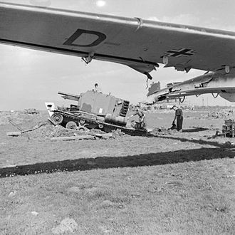 Bishop (artillery) - A Bishop deployed on an earth ramp at a former German airfield in Sicily, October 1943.