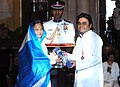 The President, Smt. Pratibha Devisingh Patil presenting Padma Bhushan Award to Shri A.R. Rahman, at the Civil Investiture Ceremony-I, at Rashtrapati Bhavan, in New Delhi on March 31, 2010.jpg