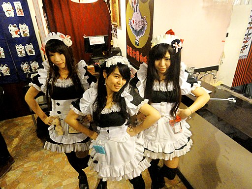 Three waitresses at Moe Point 20121231