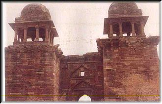 Karauli State - View of Timan Garh Fort in former Karauli State. Its foundations are said to have been built in the 2 century AD.