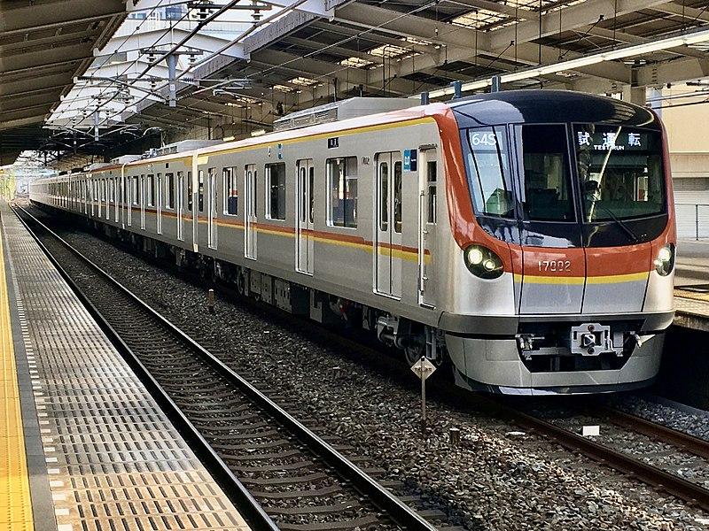 Tokyo Metro 17000 17102F in Fujimino Station 01.jpg