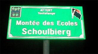 Arelerland - Bilingual street sign in Tontelange.