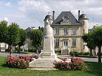 Town hall and war memorial of Nesle la vallée P1050800.JPG