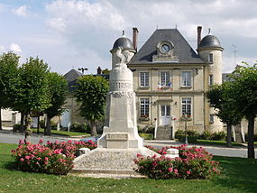 Town hall and war memorial of Nesle la vallée P1050800.JPG