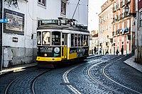 Tram 28 (34791358090).jpg