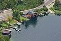 Traunkirchen - denkmalgeschütztes Bootshaus vom Baalstein aus gesehen.jpg