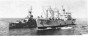 USS Arcturus (AF-52) replenishes USS Noa (DD-841) at sea, 8 November 1962 (USN 1066671).jpg