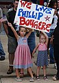 US Navy 030927-N-7535G-012 Staff Sgt. Phillip Bougere's daughters raise their sign.jpg