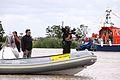 Un cadreur sur un bateau pneumatique (1).JPG
