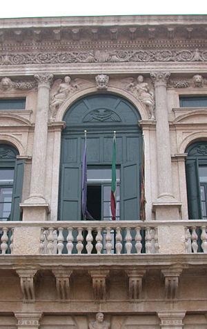 Michele Sanmicheli - Palazzo Bevilacqua, in Verona: a richly-detailed bay of the piano nobile.