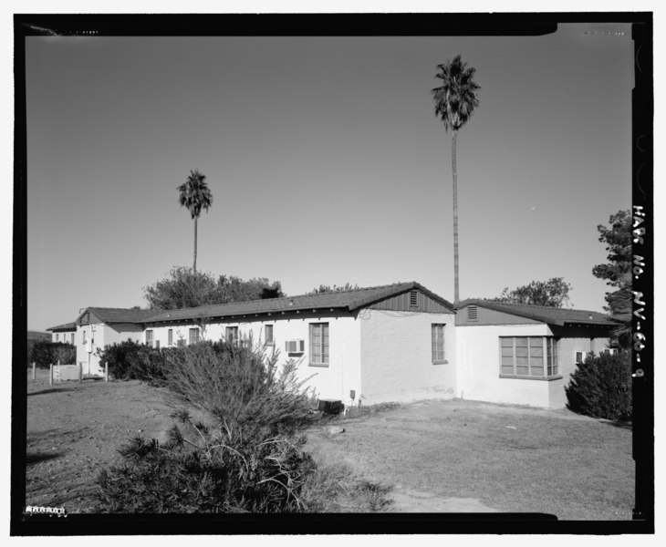 File:View of north wing looking east, Lodge Building B, perspective view, rear and opposite side - Lake Mead Lodge, 322 Lakeshore Road, Boulder City, Clark County, NV HABS NV-60-9.tif