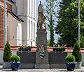 Vilsheim Ulrich-von-Pusch-Straße 2-6 - Kriegerdenkmal 2014.jpg