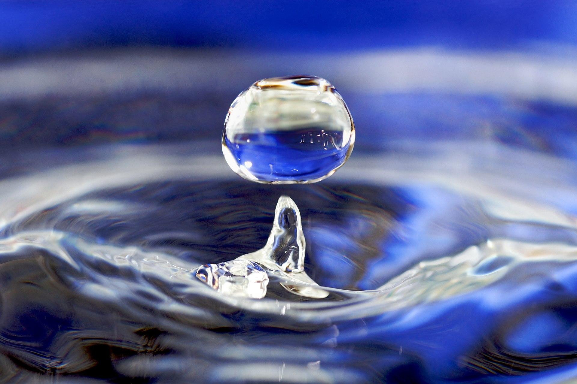 ของเหลวที่เรารู้จักกันมากที่สุด และใกล้ตัวเรา ก็คือ น้ำ