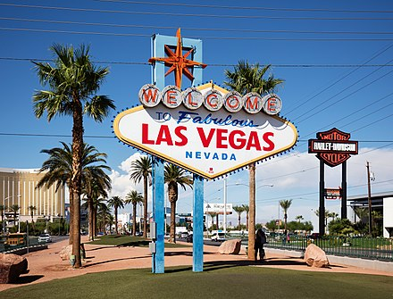 Welcome to Fabulous Las Vegas Sign, welcoming tourists to the city Welcome to Fabulous Las Vegas.jpg