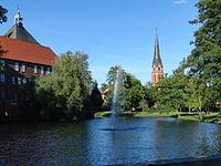 Winsen Luhe Blick auf das Schloss und St Marien Kirche 2013.JPG