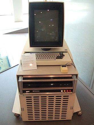 Xerox Alto - Image: Xerox Alto mit Rechner