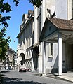 Zürich Zentralbibliothek und Predigerkirche.jpg