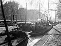 Zeilschepen aan de Geldersekade in Amsterdam, Bestanddeelnr 189-0069.jpg