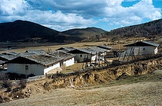 Shangri-La City - Tibetan houses in the outskirts of Shangri-La
