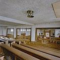 Zicht op de gebedsruimte van de synagoge te Enschede vanuit de vrouwengalerij, tijdens de restauratie - Enschede - 20338432 - RCE.jpg