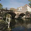 Zicht op de gracht met werf, ter hoogte van de Hamburgerbrug - Utrecht - 20414427 - RCE.jpg