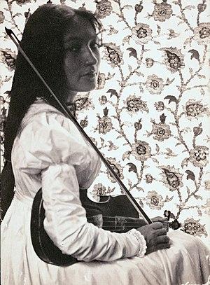 Zitkala-Sa - Zitkala-Ša with her violin in 1898