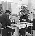 Zone-schaaktoernooi te Berg en Dal , Johannessen tegen Larsen, Bestanddeelnr 911-8326.jpg