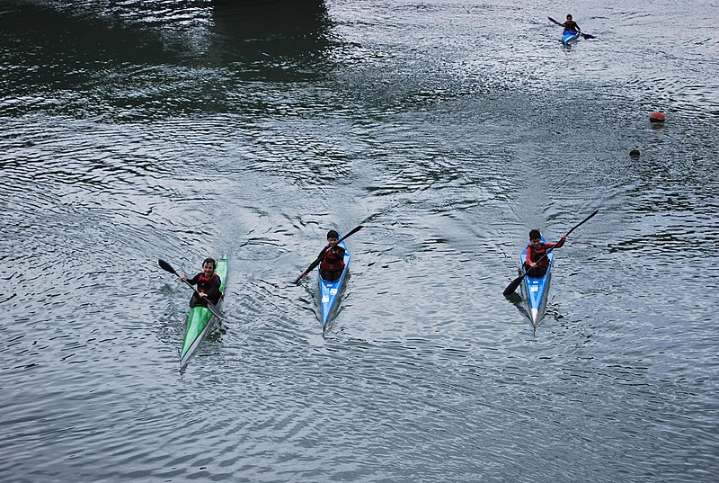 File:Zumaia Kayaks 1.jpg