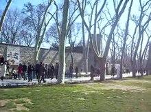 Dosya:İstanbul - Topkapı Sarayı - I.Avlu (Alay Meydanı) - Mart 2013.webm