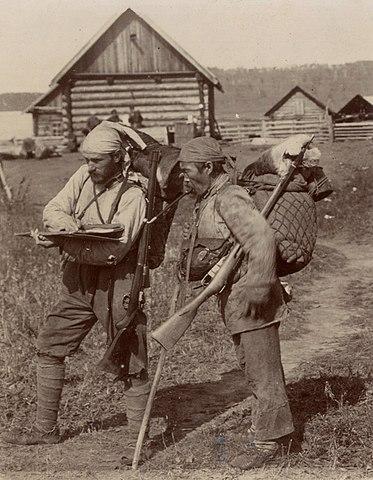 Владимир Арсеньев и Дерсу Узала после маршрута по реке Кулумбе в экспедиции 1906 года