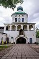 Надвратная церковь Иконы Божией Матери Тихвинская (1791) в Тихвинском Успенском монастыре.jpg
