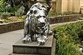 Скульптура льва в сочинском Дендрарии.jpg