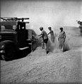 בית-זרע 1939 - סלילת הכביש הפנימי לקבוץ לא ניתן לזהות האנשים - iוינטרש btm11414.jpeg