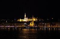 03 2019 photo Paolo Villa - F0197909 bis- Budapest - Danubio, Chiesa calvinista di Buda, Bastione dei pescatori, San Mattia - notte - luci.jpg