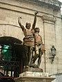 04 Indíbil i Mandoni davant l'arc del Pont.jpg